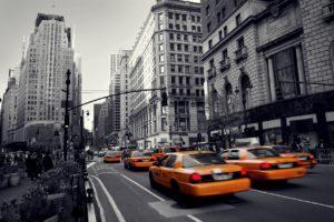 「タクシーを捕まえる」ときに使える英語表現は、catch a cab