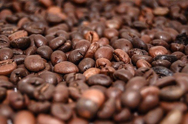 レッドブルなどに含まれるカフェインが原因