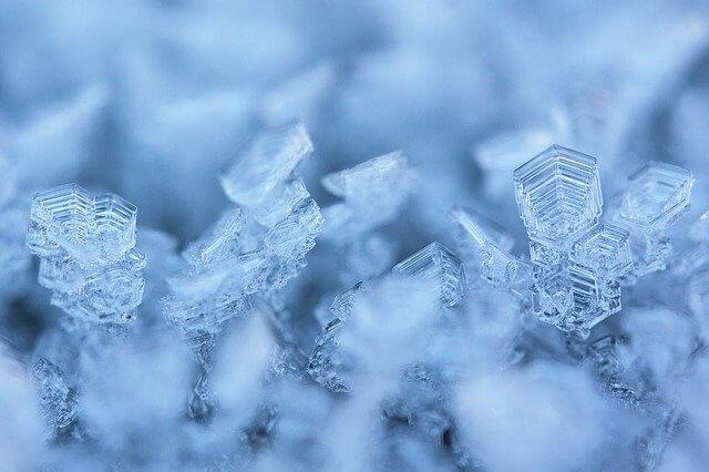 『アナと雪の女王』の英語タイトルは『Frozen』